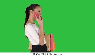 은 자루에 넣는다, 걷기, 쇼핑하고 있는 여성, 말하는 것, 변하기 쉬운, chroma, 나이 적은 편의, 스크린, 전화, 녹색, key.