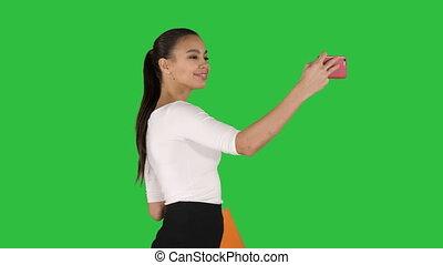 은 자루에 넣는다, 다른, 브루넷의 사람, 쇼핑, selfie, chroma, 나이 적은 편의, 길게, 스크린, 머리, 여자, 녹색, 인력이 있는, 보유, 공백, 제작, key.