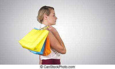 은 자루에 넣는다, 쇼핑하고 있는 여성, 걷기, 나이 적은 편의, 알파 채널, 행복하다