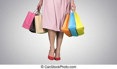 은 자루에 넣는다, 쇼핑하고 있는 여성, 다채로운, 경사, 나이 적은 편의, 배경., 나름, 다리