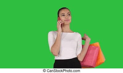 은 자루에 넣는다, 쇼핑하고 있는 여성, 말하는 것, chroma, 스크린, 전화, 녹색, key.