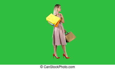 은 자루에 넣는다, 쇼핑하고 있는 여성, chroma, 나이 적은 편의, 스크린, 복합어를 이루어 ...으로 보이는 사람, 창문, 녹색, key., 전시