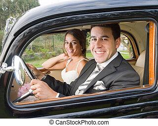 은 한 쌍을 결혼했다, 에서, a, 늙은, 차, 와..., 사진기를 보는