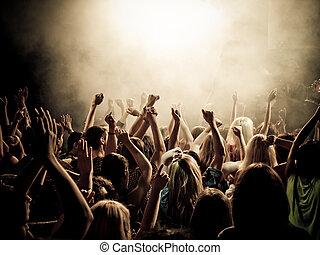 음악, 은 부채로 부친다
