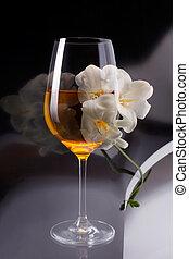 이중 노출, 의, 와인의 글래스, 위의, 백색, 프리지어