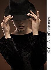 인력이 있는, 브루넷의 사람, 입는 것, 모자, -, 색, 버전