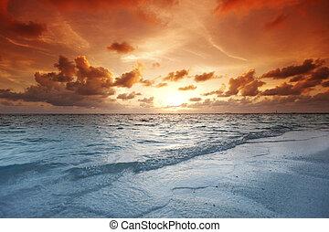 일몰 해변