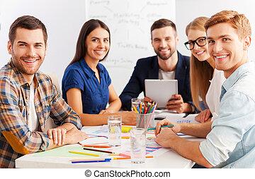 일, 가령...와 같은, team., 3, 자부하는, 실업가, 에서, 현명한 임시 노동자, 착용, 함께 일하는, 동안, 테이블에 앉는