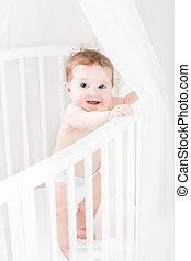 입는 것, 서 있는, 어린이 침대, 기저귀, 아기, 백색, 숭비할 만한, 둥근
