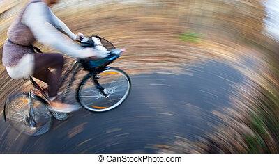 자전거 승차, 에서, a, 도시 공원, 통하고 있는, a, 기쁜, autumn/fall, 일