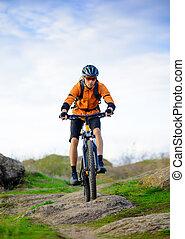 자전거 타는 사람, 구, 그만큼, 자전거, 통하고 있는, 그만큼, 아름다운, 산, 길게 나부끼다