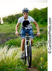 자전거 타는 사람, 구, 그만큼, 자전거, 통하고 있는, 아름다운, 봄, 산, 길게 나부끼다