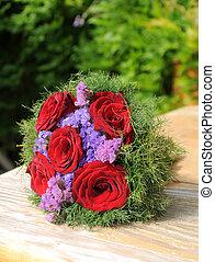 작다, 장미의꽃다발, 테이블에