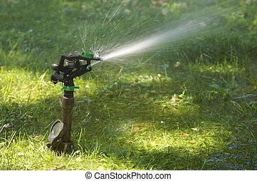 잔디밭 물뿌리개