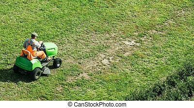 잔디 - 풀 베는 기계, 자동화되는