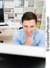 잘생긴, 실업가, 계속해서 움직이는 것, a, 탁상용 컴퓨터