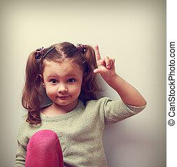 재미, 감정, 아이, 소녀, 와, 선, 생각, 전시, 손가락, 올라가고 있는., 클로우즈업, 초상