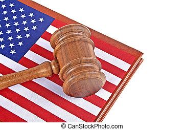 재판관, 나무의 작은 망치, 와..., 법률이 지정하는, 책, 와, usa 기, 백색 배경