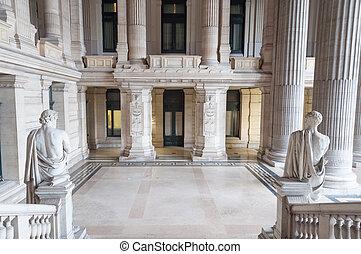 재판소, 현관