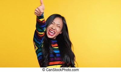 전시, 은 나타난다, suddenly, 행복하다, 표시, 엄지손가락, 여자, 위로의, 아시아 사람