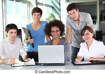 젊은이의그룹, 에서, 비즈니스 회의