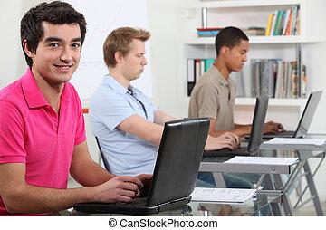 젊은이, 계속해서 움직이는 것, 그들, 지정, 에서, a, 컴퓨터 실험실