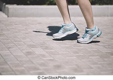 젊은 숙녀, 달리기