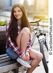 젊은 숙녀, 마시는 커피, 자전거에서, 여행