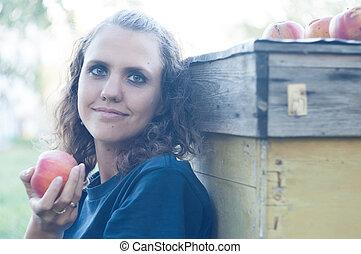 젊은 숙녀, 먹는 사과