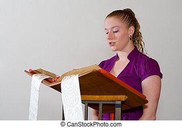 젊은 숙녀, 시끄러운 밖으로의독서, 에서, 큰, 성경, 통하고 있는, a, 교회, lectern.