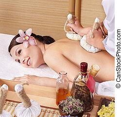 젊은 숙녀, 통하고 있는, 마사지 테이블, 에서, 아름다움, spa.