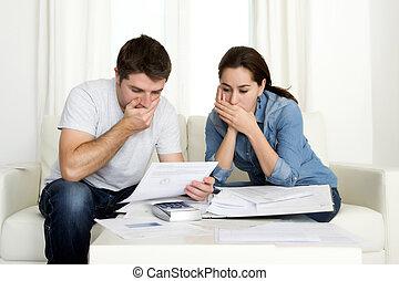 젊음 한 쌍, 걱정스러운, 집의, 에서, 스트레스, 회계, 은행, 지불