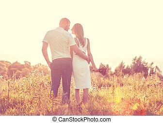젊음 한 쌍, 사랑안에, 걷기, 에서, 그만큼, 가을, 공원 보유 손, 들여다보는 것, 그만큼, 일몰