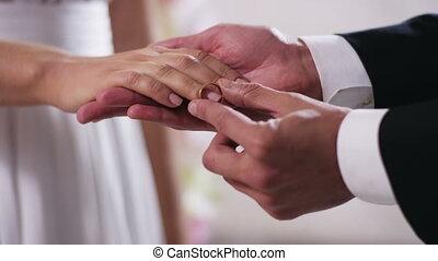 정당한, 영화관, 결혼식, 끝내다, 반지, 금, 약혼 반지, 카메라, 손가락, 디지털, 빨강, 한 쌍, 손, 손, 나아가다, 남자, 결혼한, 위로의, 신부, 4k