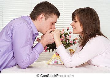 좋은, 코카서스 사람, 사람, 와..., 그의 것, 여자 친구, 있다, 테이블에 앉는