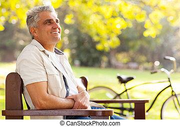 중년, 앉아 있고 있는 사람, 에, 그만큼, 공원