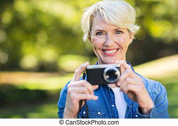 중년, 여자, 와, 그녀, 카메라