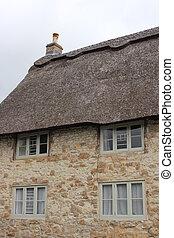 지붕을 짚으로 이는, cottage.