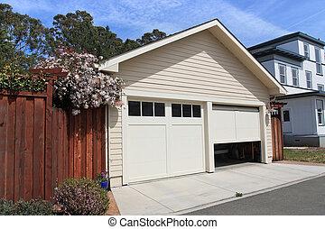 집, 교외에 있는, 열린 문, 차고