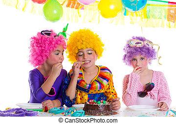 초콜렛을 먹는, 생일 케이크, 파티, 아이들, 행복하다