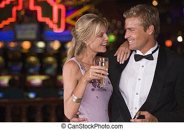 축하하고 있는 커플, 에서, 카지노