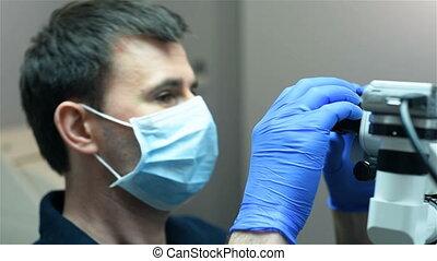 치과 의사, 을 사용하여, 현미경