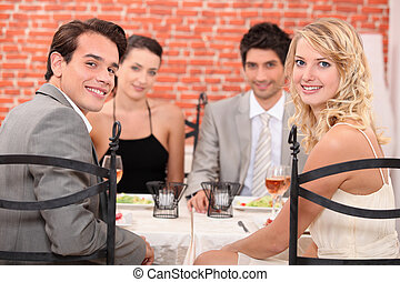친구의 그룹, 에, 그만큼, 레스토랑