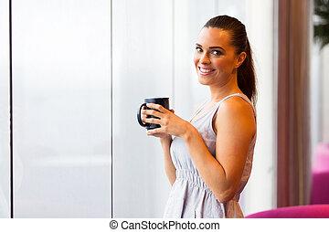 커피, 여자, 나이 적은 편의, 가지고 있는 것