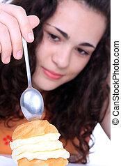 케이크, 소녀, 먹다, 나이 적은 편의