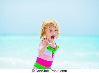 쾌활한, 갓난 여자 아기, 바닷가, 초상