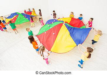 키드 구두, 노는 것, 낙하산, 게임, 에, 학교, 스포츠 홀