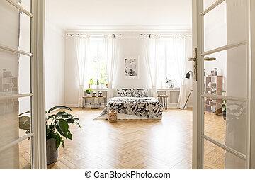 태양, 기어오르는, 완전히, 창, 으로, a, 드넓은, 유행, 침실, 내부, 에서, a, villa., 크게, 침대, 와, 침구, 서 있는, 통하고 있는, herringbone, parquet., 실상의, photo., 빈 광주리, floor.