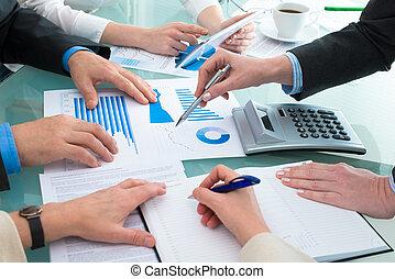토론, 재정, 문서