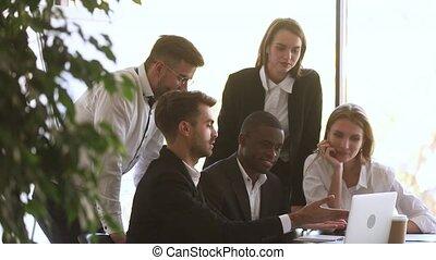 팀 지도자, 다양한, 함께, 사용, 휴대용 퍼스널 컴퓨터, 일, 동료, 고아하다